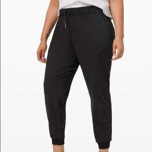 """On The Fly Jogger 28"""", NWT"""